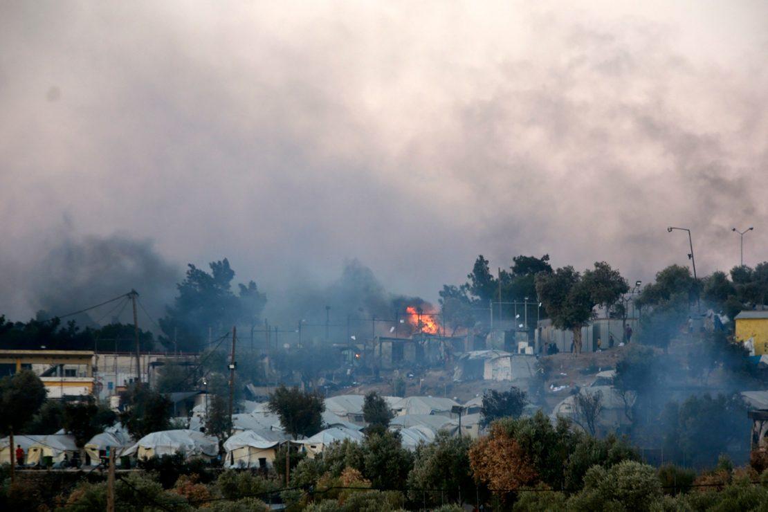 Arde el mayor campo de refugiados de Europa