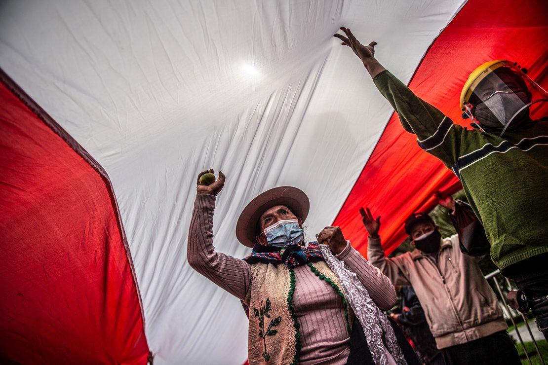 Perú se parte por la mitad